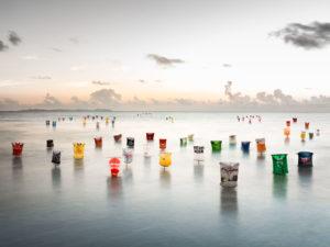 Mallorca, Strand; Meer; Küste; Plastiktüten; Umwelt; Umweltverschmutzung; Meeresverschmutzung; Plastk-Müll; Kunst-Installation; Naturschutz; Umwelt