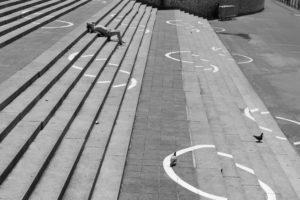 Corona, Virus; Covid-19, Krise, Pandemie, Seuche;, Infektion, Kontaktsperre, Isolierung, Abstand, Stadt, Leere, Entschleunigung, Düsseldorf, virus, pandemic; Plague, Covid-19, crisis, infection,isolation, distance, lock down, city, emptiness, deceleration, Düsseldorf, no social contact,